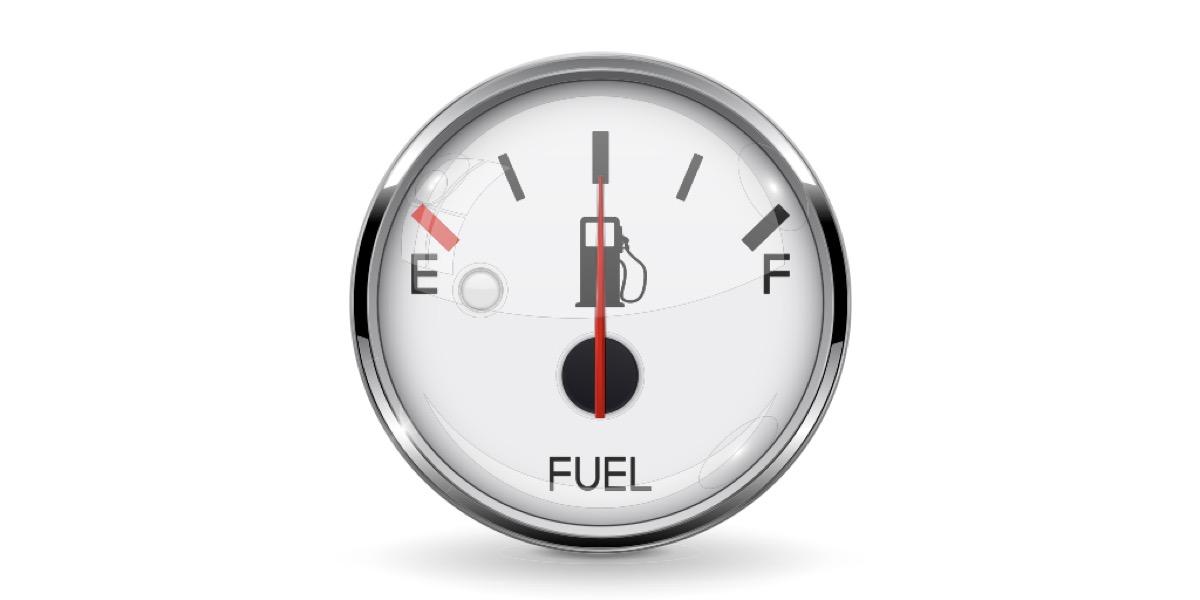 Comprueba el estado del depósito de combustible